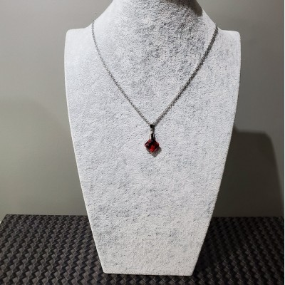 Collier court  CARRÉ SWAROVSKI  ROUGE